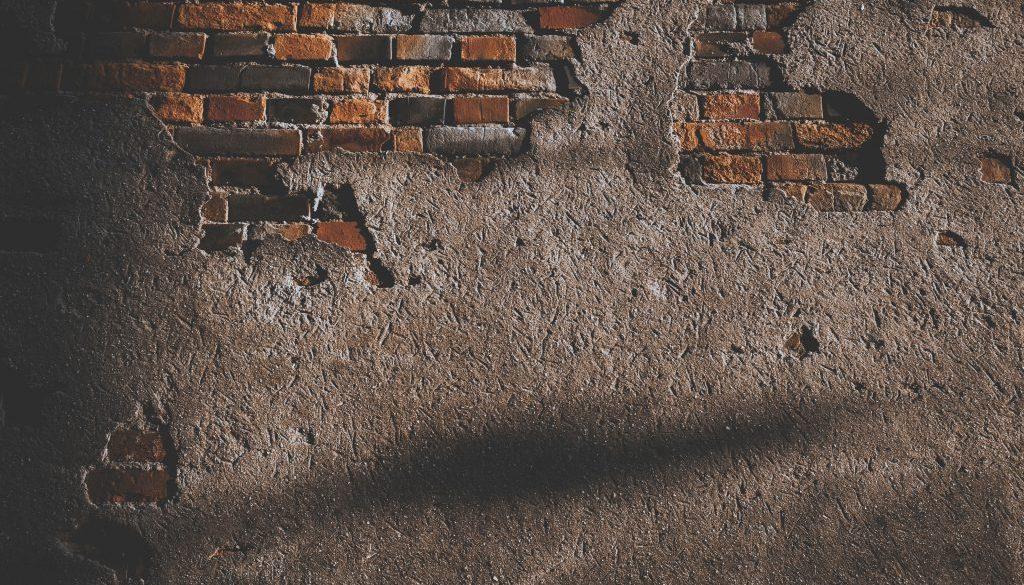 décaper un mur par le sablage